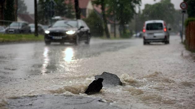 Zaplavená silnice. Ilustrační snímek
