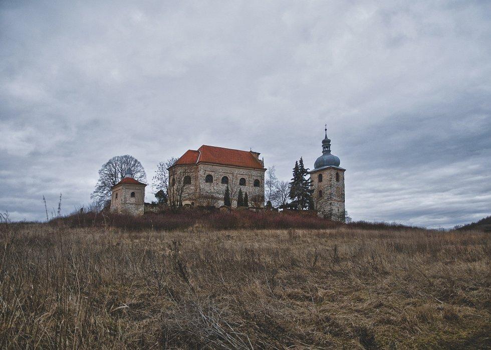 Kostel Nejsvětější Trojice vZahořanech.