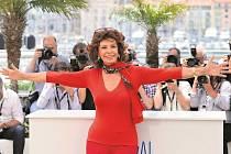 Sophia Lorenová v Cannes okouzlovala.