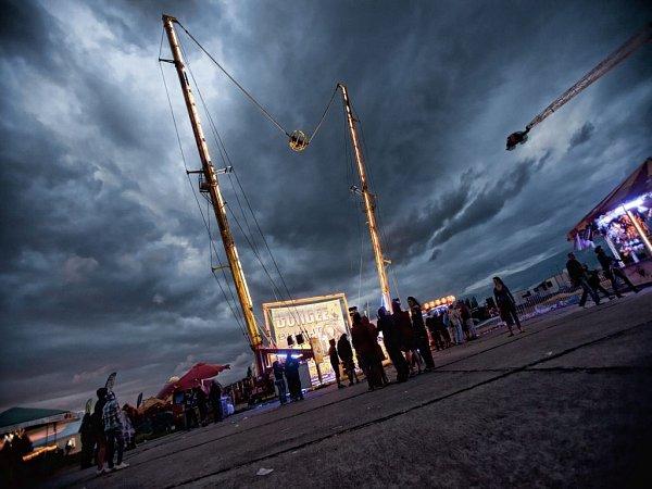 Vloni se vMilovicích konal pátý ročník festivalu Votvírák. Přes rozmary počasí na něho podle pořadatelů vprůběhu dvou dní zavítalo 40až 50tisíc lidí.