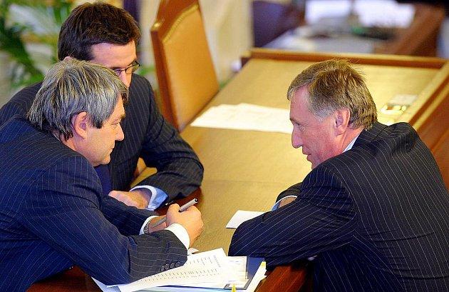 Vojtěch Filip (KSČM) a Mirek Topolánek (ODS) na schůzi sněmovny