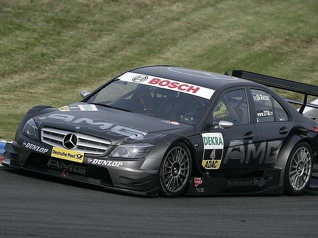Paul di Resta si jede pro vítězství na Lausitzringu .