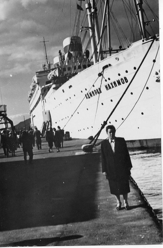 Jedna z prvních fotografií parníku po jeho přejmenování, pořízená v roce 1957 na Jaltě