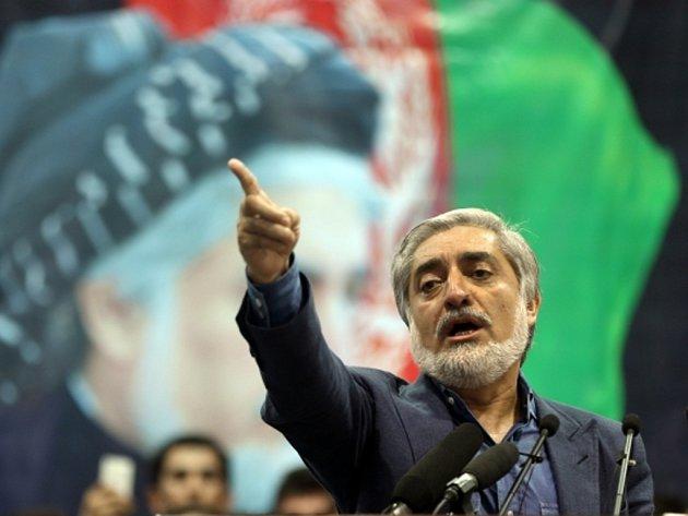 Za vítěze afghánských prezidentských voleb se dnes prohlásil bývalý ministr zahraničí Abdulláh Abdulláh
