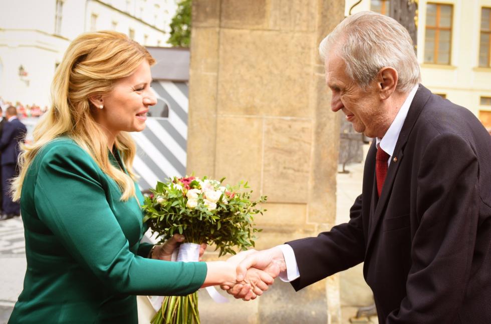 Slovenská prezidentka Zuzana Čaputová s prezidentem Milošem Zemanem