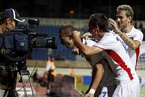 Jan Chramosta (zcela vlevo) slaví první branku českého týmu do sítě Kostariky.