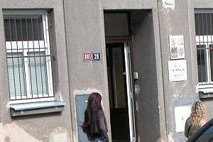 Co se dělo za zdmi oddělení cizinecké policie v Jiráskově ulici v Benešově? To se nyní snaží objasnit Inspekce ministra vnitra.