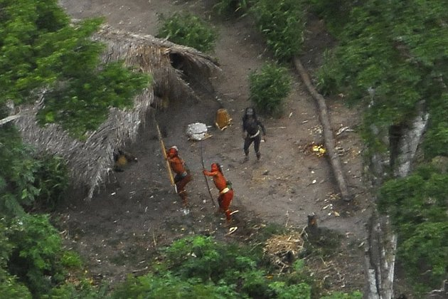 Indiánská vesnice o několika společně obývaných domech byla objevena z letadla.