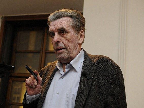 Filozof a bývalý děkan Fakulty humanitních studií Univerzity Karlovy profesor Jan Sokol