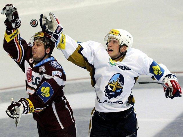 Michal Sersen ze Sparty (vlevo) a Jiří Kuchler z Kladna.