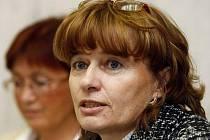 Omezení prostředků na mzdové výdaje se dotkne všech zaměstnanců placených z prostředků státu, řekla na tiskové konferenci místopředsedkyně Odborového svazu zdravotnictví a sociální péče Dagmar Žitníková