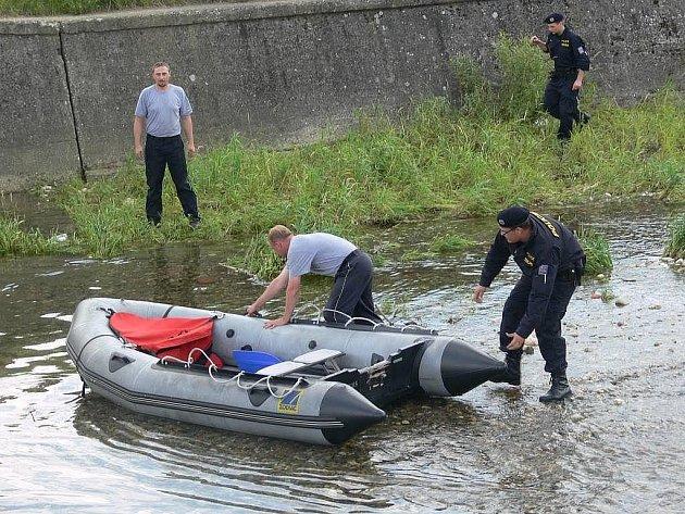 Koupání v řece Desné se stalo osudným dvěma šumperským bezdomovcům. Utopili se u jezu mezi Šumperkem a Novým Malínem. Ve vodě se osvěžovali původně čtyři muži, podle svědků byli opilí.