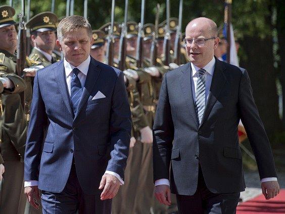 Premiér Bohuslav Sobotka (ČSSD) a slovenský předseda vlády Robert Fico naplánovali na září společné jednání české a slovenské vlády.