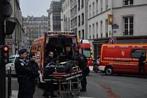 Z 11 lidí, kteří byli zraněni při středečním teroristickém útoku na redakci francouzského satirického týdeníku Charlie Hebdo, zůstávají čtyři ve vážném stavu.