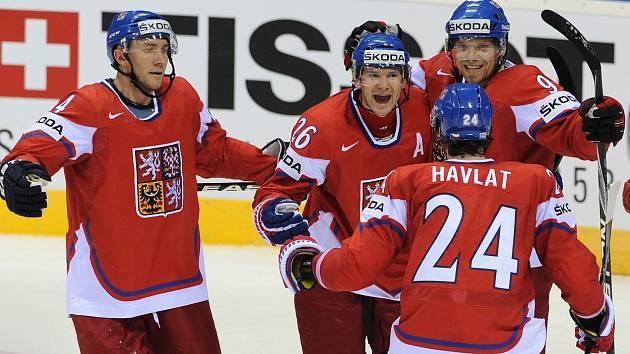 Karel Rachůnek, Patrik Eliáš, Milan Michálek a Martin Havlát se radují z gólu na mistrovství světa v Bratislavě