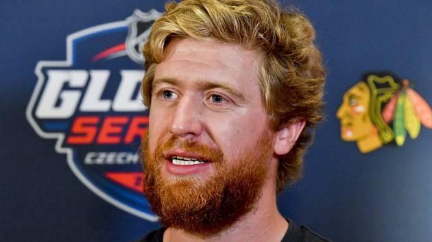 Útočník hokejového týmu Philadelphie Flyers Jakub Voráček hovoří s novináři.