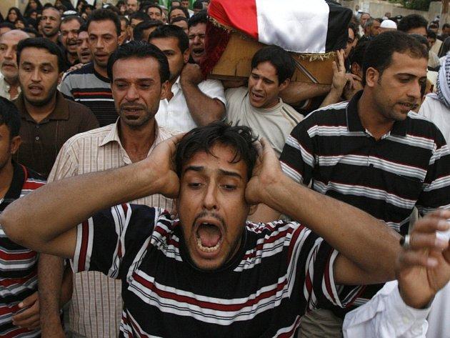 Nekončící násilí přináší Iráčanům bolest a neštěstí. Ilustrační foto.