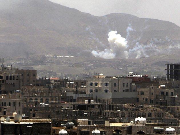 Letouny arabské koalice dnes pokračovaly v náletech na jemenské šíity. Rijád, který koalici vede, přitom v úterý ohlásil, že intenzivní nálety skončí.