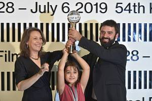 Tvůrci filmu Otec Kristina Grozevová a Petar Valčanov si převzali křišťálový glóbus.