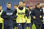 Fotbalisté Kosova na tréninku