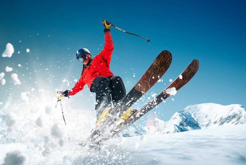 Od té doby, co se před dvaceti lety do sněhu poprvé zařízly carvingové lyže, není v lyžařském světě nic jako dřív.