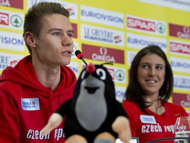 Pavel Maslák a Zuzana Hejnová na tiskové konferenci před startem atletického šampionátu v Praze