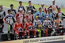 Tato devatenáctka borců se letos popere o body v MotoGP.