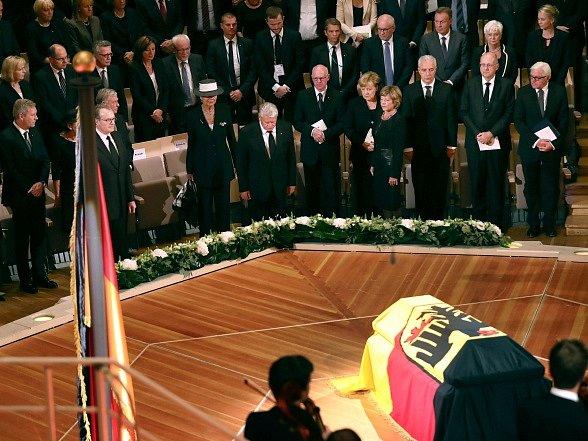 Německo se dnes státním obřadem rozloučilo s nedávno zesnulým bývalým prezidentem Walterem Scheelem.