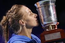 Světlana Kuzněcovová s trofejí pro vítězku turnaje v Moskvě