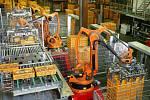 Průmysloví roboti mohou najít uplatnění i v pekárnách při ukládání výrobků na palety.