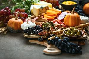 Z podzimního salátu se může stát hlavní jídlo dne.