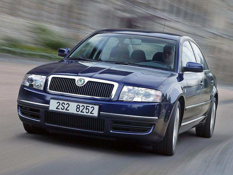 Škoda Superb první generace. Představena byla v roce 2001.