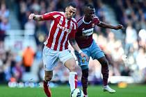 West Ham - Stoke: Alex Song a Marko Arnautovic
