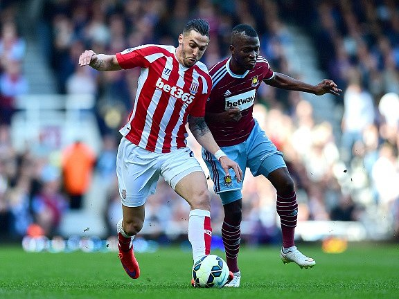 West Ham - Stoke: Alex Song a Marko Arnautovic