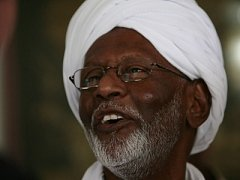 Hasan Tarábí po propuštění ve svém domě v Chartúmu.