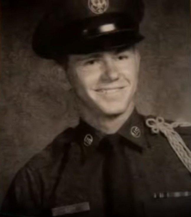 William Lester Suff během základní vojenské služby