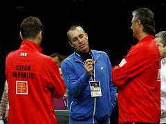 Na trénink českých tenistů se přišel podívat i legendární Ivan Lendl (uprostřed).