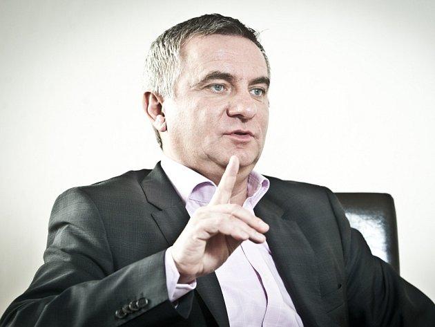 Předseda SPOZ a šéf volebního týmu Miloše Zemana Vratislav Mynář.
