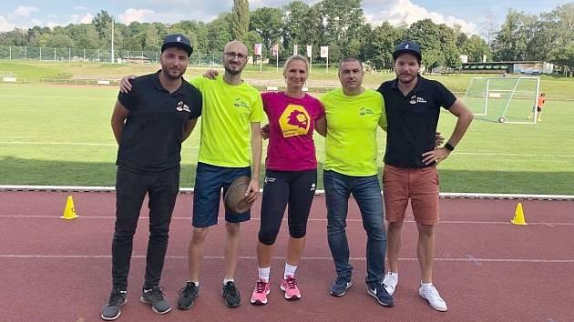 Na návštěvě u Lvic. Zleva Martin Dušek, Aleš Doležal, trenérka Eva Drešerová, David Nejedlý a Milan Hrazánek.