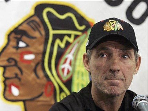 Denis Savard už není trenérem Chicaga Blackhawks.