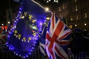 Vlajky Británie a Evropské unie - ilustrační foto