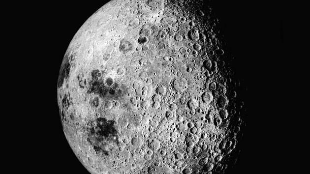 Snímek odvácené strany Měsíce pořízený z lodi Apollo 16.