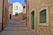 Městečko Castropignano se může pyšnit středověkými uličkami.