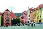 Cheb. Jen pět kilometrů od německé hranice se nachází město s bohatou historií, která tam na mnoha místech ožívá.