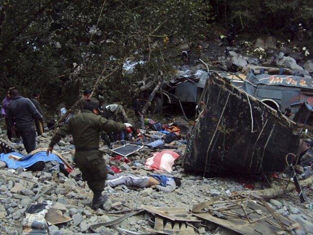 Autobus s několika desítkami studentů havaroval ve čtvrtek severně od bolivijského hlavního města La Pazu.