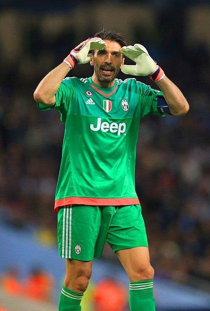 Brankář Gianluigi Buffon podržel Juventus hned v úvodu zápasu proti Manchesteru City.