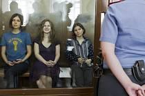 Členky skupiny Pussy Riot u soudu