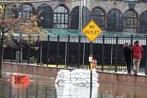 Hurikán Sandy za sebou nechává spoušť a chaos.