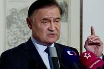 Senátor Vladimír Dryml vystoupil 27. září v Praze na tiskové konferenci ke svému vyloučení ze Strany práv občanů - zemanovci (SPOZ).