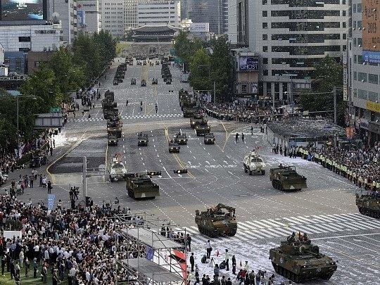 Vojenská přehlídka v Soulu.